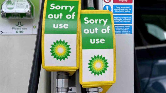 Escasez y racionamiento de combustible en Reino Unido por la falta de abastecimiento
