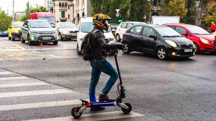 Los conductores de patinete deberán llevar casco para poder circular