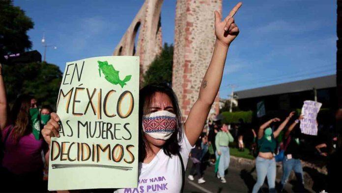 México despenaliza el aborto en un fallo judicial histórico